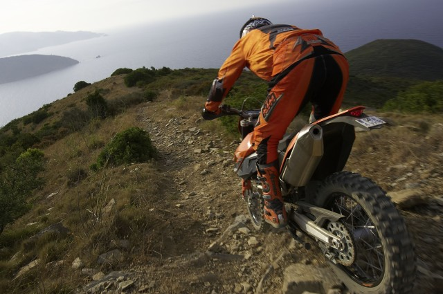 690enduro_2008_action_rear