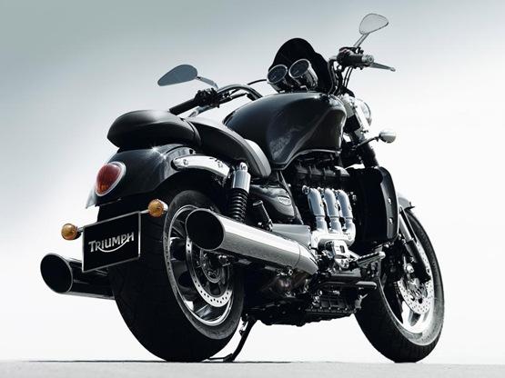 2010-triumph-rocketiii-roadster-02